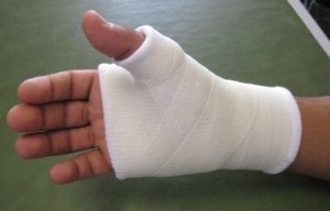 Fractures, entorses et luxations de la main et des doigts (Suite)